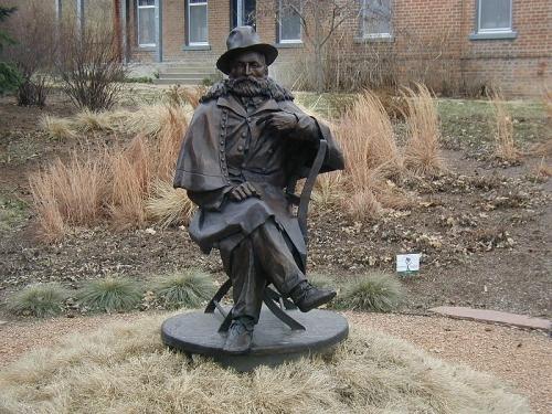 crook statue
