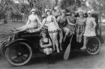 Sennatt girls and car