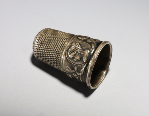 thimble with queen victoria