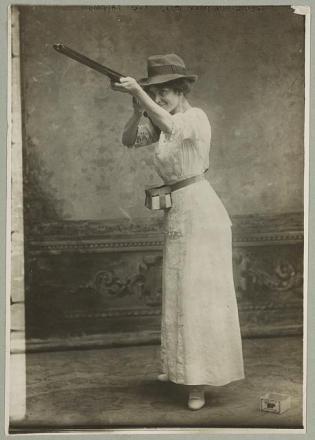 woman shooter 1914