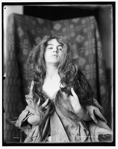 model hair down 1895