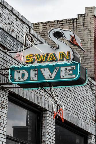 swan dive sign
