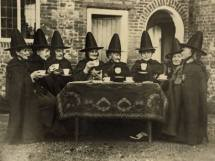 witches-at-tea