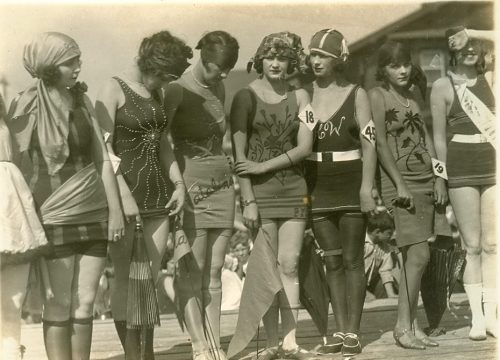 bathing-girls-1920s