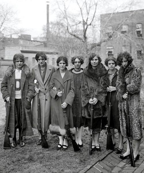 women-with-rifles-1920s
