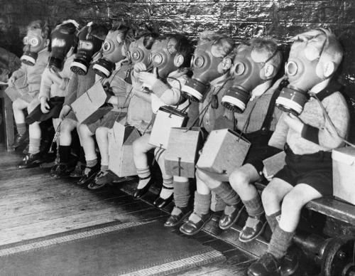 275gas masks kids40491_1995964440658943_2319012314417477398_n