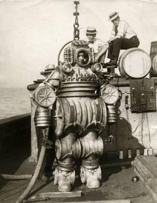 diving suit 1920