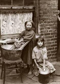 1900 two girls washing