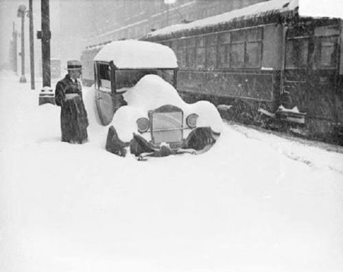 car in snow 1929
