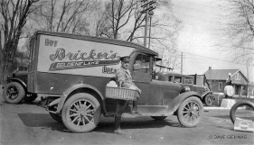 Vintage Bakery and Bread Truck (11)